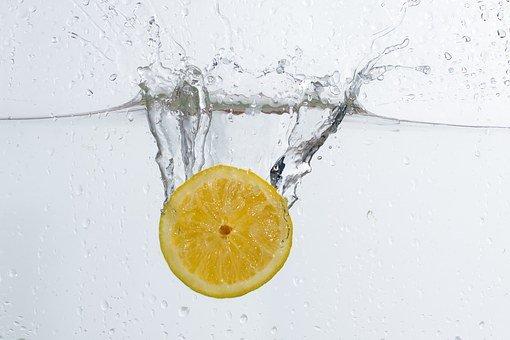 この画像には alt 属性が指定されておらず、ファイル名は まとめレモン水.jpg です