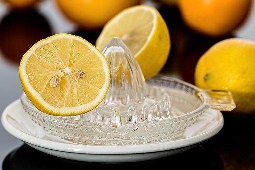 この画像には alt 属性が指定されておらず、ファイル名は レモン水の作り方.jpg です